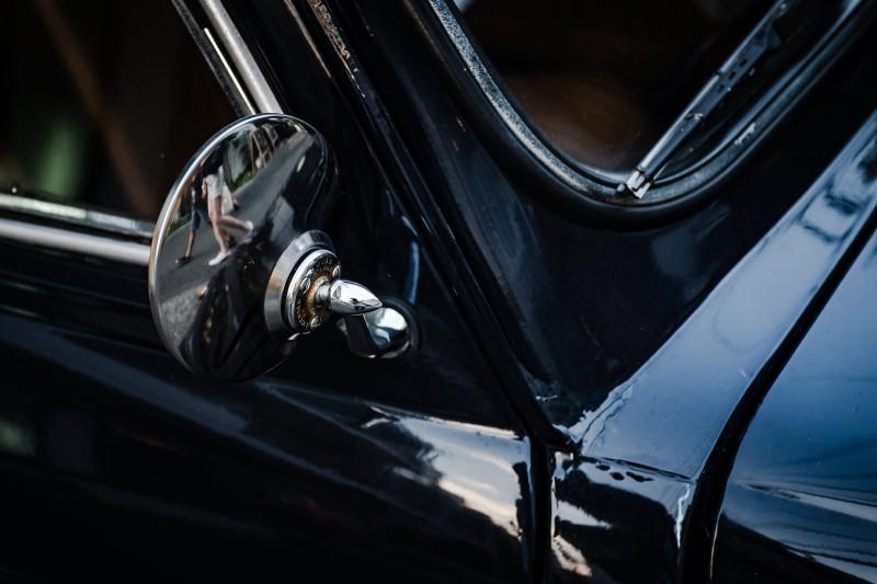 可愛い車には丸い鏡がよく似合う