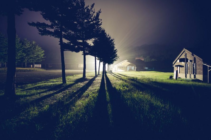 空が見えない夜だって地上には様々な感動がある