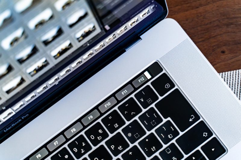 MacBookPro2016のタッチバーが点滅、さて
